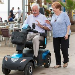invacare-comet-pro-scooter-liefestyle-800x800 (1)